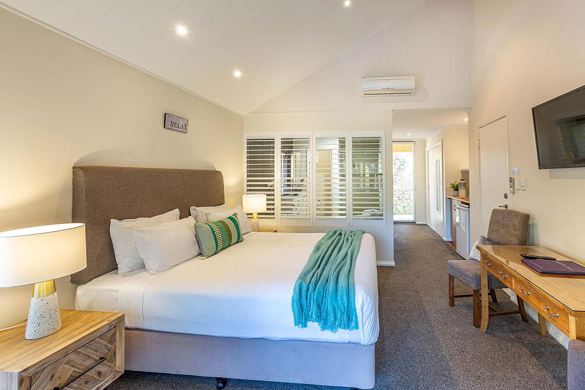 margaret river accommodation balcony king spa room